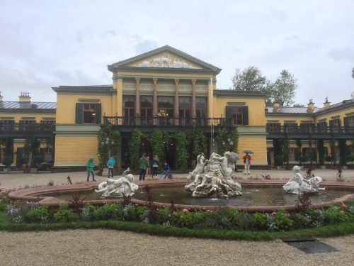 Die Kaiservilla von außen - Drinnen dürfen leider keine Fotos geschossen werden